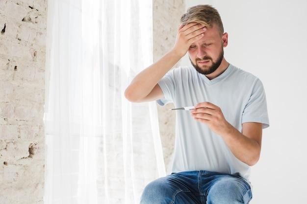 Człowiek mający gorączkę