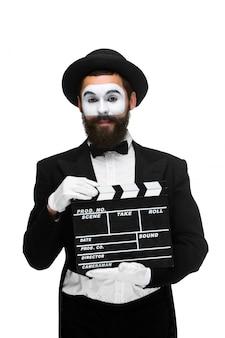 Człowiek na mimie obrazu z planszy filmowej