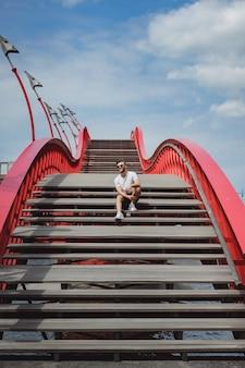 Człowiek na moście w amsterdamie, pythona bridge