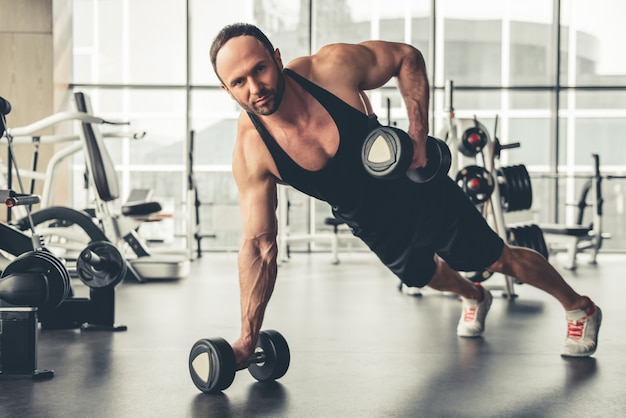 Człowiek na siłowni