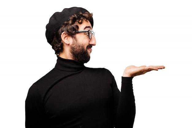 Człowiek pokazano coś z wyciągniętą ręką