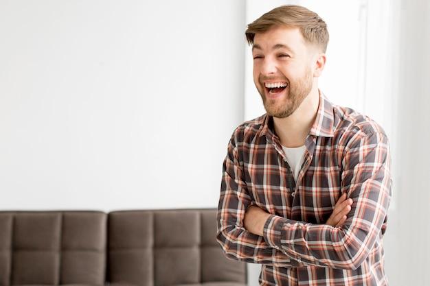 Człowiek portrat ze śmiechem