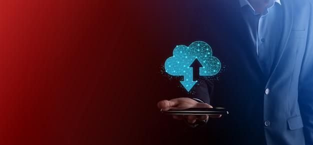 Człowiek posiada chmura ikona technologii. wielokątny znak przechowywania w chmurze szkieletowej z dwiema strzałkami w górę iw dół. przetwarzanie w chmurze, duże centrum danych, infrastruktura przyszłości, koncepcja cyfrowego ai. symbol wirtualnego hostingu