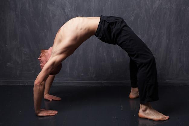 Człowiek robi ćwiczenia
