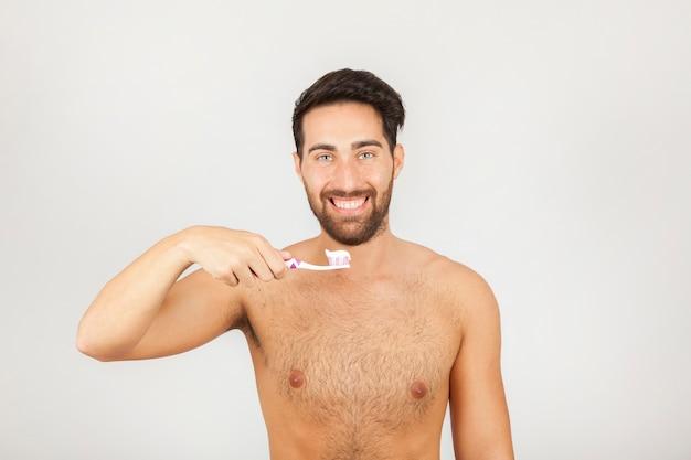 Człowiek szczotkowanie zębów