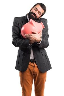 Człowiek trzyma piggybank