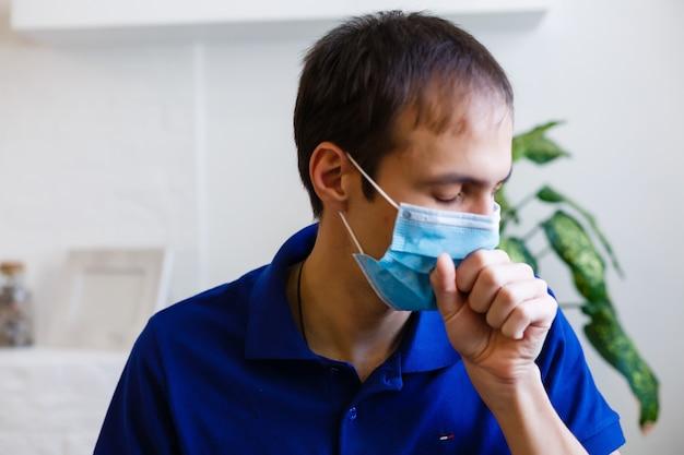 Człowiek ubrany w maskę ochronną. koronawirus 2019-ncov