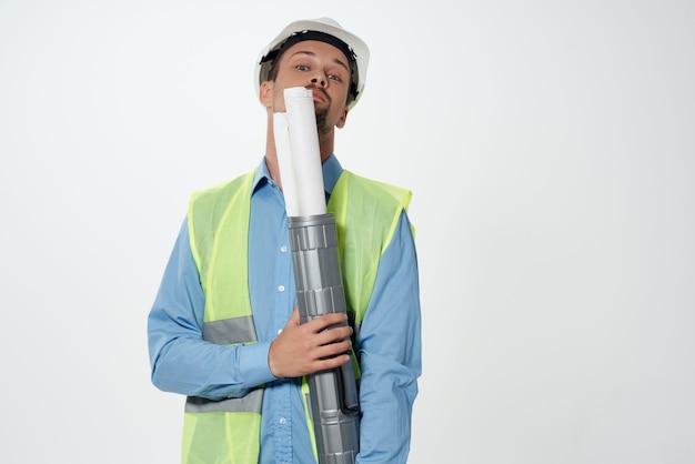Człowiek w budownictwie jednolite plany budowniczy na białym tle