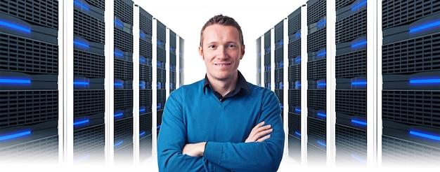 Człowiek w centrum danych