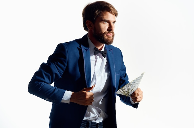 Człowiek w garniturze finansów sukces studio emocji. zdjęcie wysokiej jakości