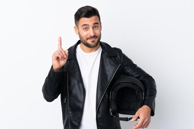Człowiek w kasku motocyklowym wskazujący palcem wskazującym świetny pomysł