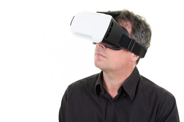 Człowiek w okularach vr wirtualnej rzeczywistości technologii przyszłości