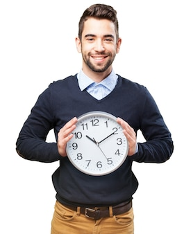 Człowiek z ogromnym zegarem