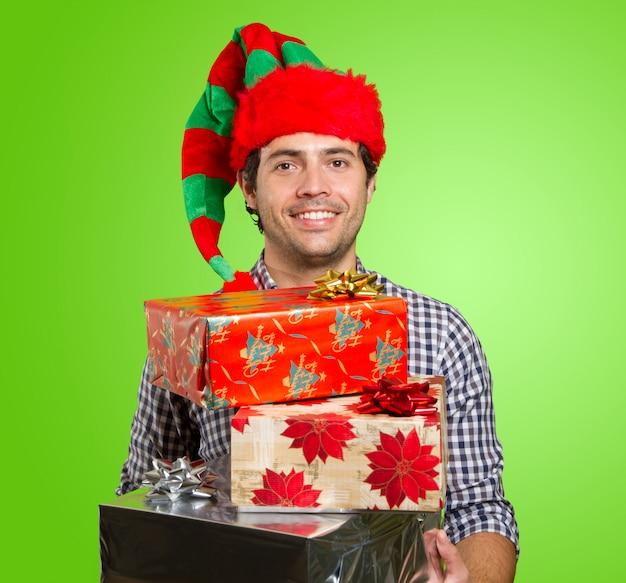 Człowiek z prezentami na boże narodzenie