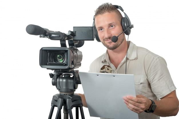 Człowiek z profesjonalnej kamery na białym tle
