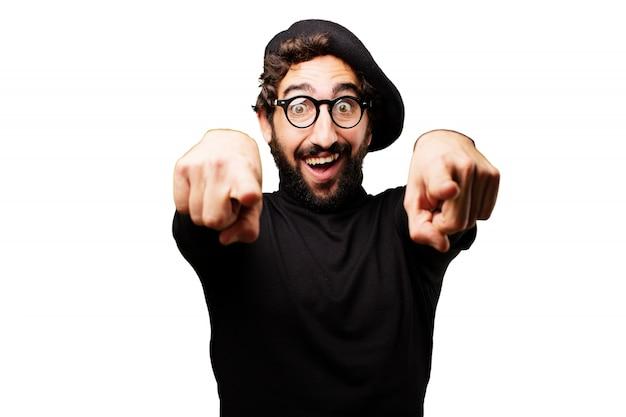 Człowiek z przodu wskazując dwoma palcami