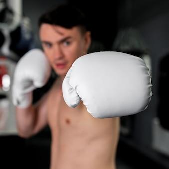 Człowiek z rękawic bokserskich