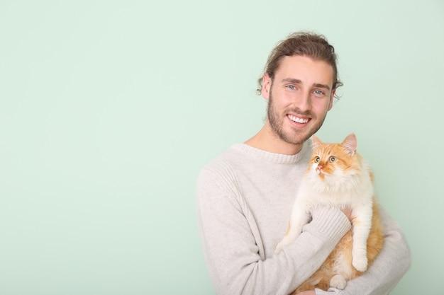 Człowiek z ślicznym kotem