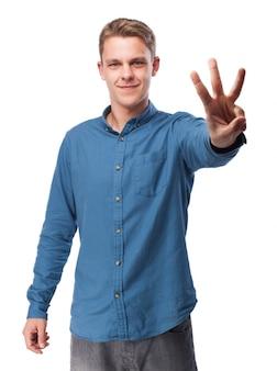 Człowiek z trzema palcami podniesionymi