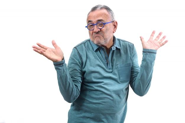 Człowiek z wątpliwości lub zdezorientowany wyraz na białym tle