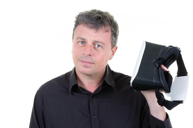 Człowiek z wirtualną rzeczywistością za pomocą zestawu słuchawkowego vr