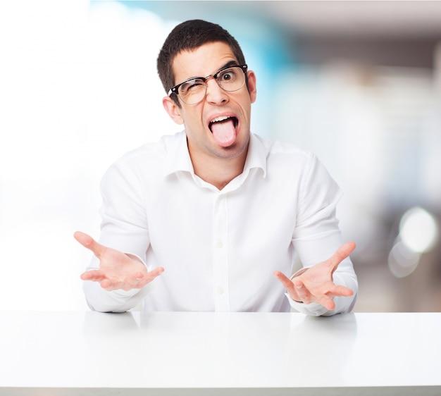 Człowiek z wywieszonym językiem