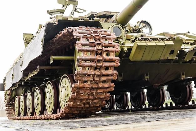 Czołg pancerny w pomniku wielkiej wojny ojczyźnianej w kijowie na ukrainie