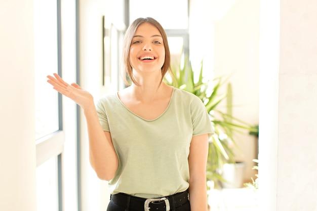 Czuć się szczęśliwym, zaskoczonym i wesołym, uśmiechać się pozytywnie, realizować rozwiązanie lub pomysł
