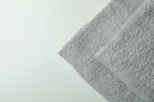Czyść złożone ręczniki w kolorze jasnoszarym