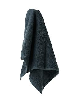 Czysty ręcznik wiszący na białym tle