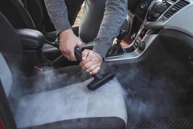 Czyszczenie i dezynfekcja parą wnętrza samochodu