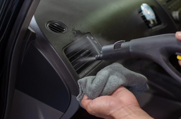 Czyszczenie klimatyzatora samochodowego