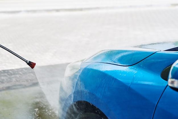 Czyszczenie samochodu bezdotykowym wysokim ciśnieniem