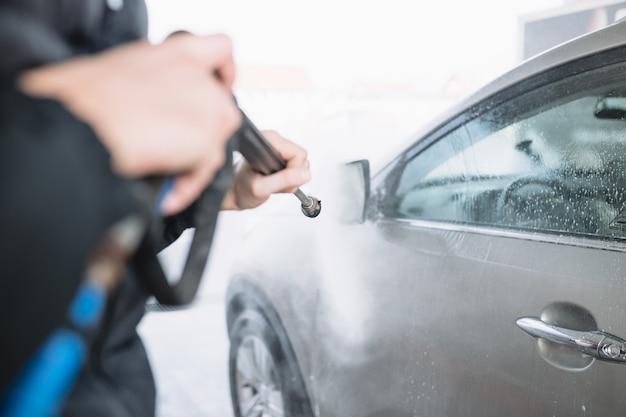 Czyszczenie samochodu wodą pod wysokim ciśnieniem