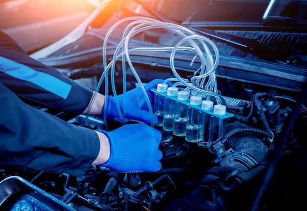 Czyszczenie wtryskiwaczy silnika. naprawa samochodów.