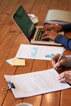 Czytanie dokumentu biznesowego