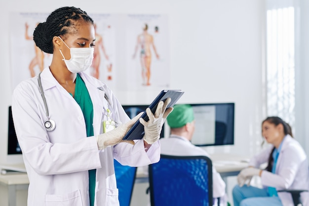 Czytanie dokumentu przez lekarza pierwszego kontaktu