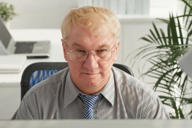 Czytanie e-maili