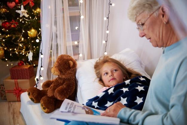 Czytanie książki przed snem