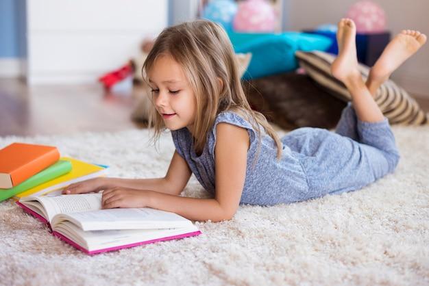 Czytanie to jej wielka pasja