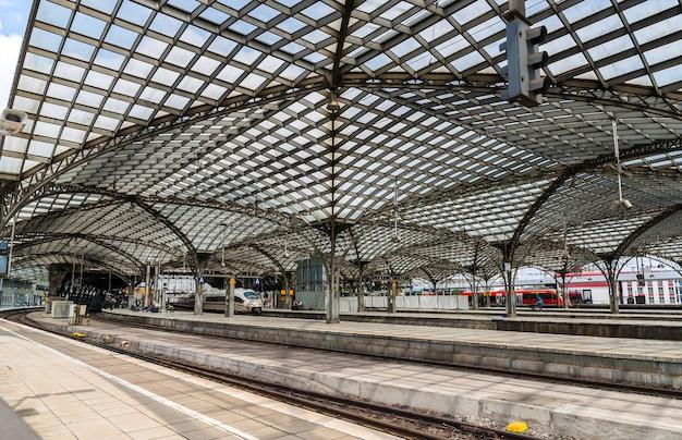 Dach głównego dworca w kolonii