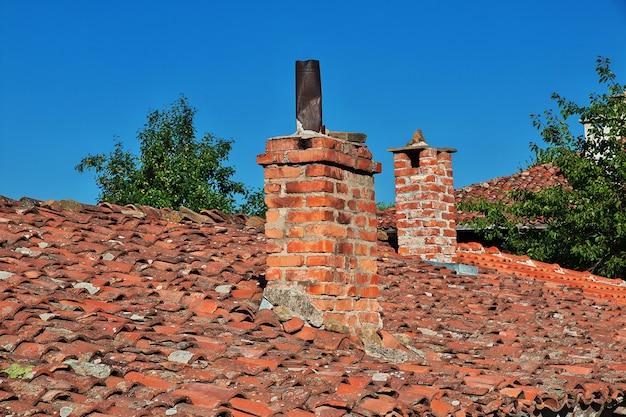 Dach zabytkowego domu w miejscowości żerawna w bułgarii
