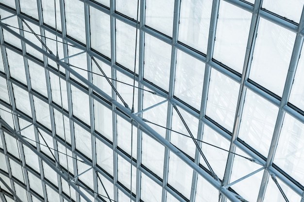Dach ze stali przezroczystej o przekroju szklanym