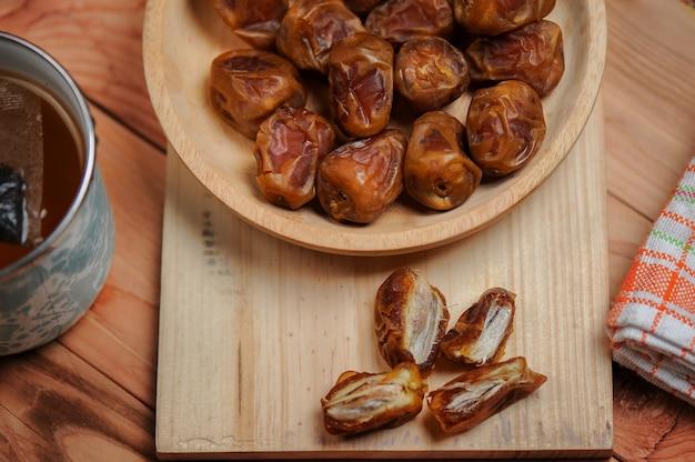 Daktyle są owocem, który muzułmanie jedzą podczas ramadanu, aby przerwać post