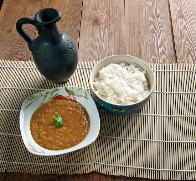 Dal bhat - tradycyjny posiłek nepalu, bangladeszu i indii.składa się z ryżu na parze i gotowanej zupy z soczewicy zwanej dal.