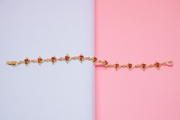 Damska bransoletka z czerwoną perłą