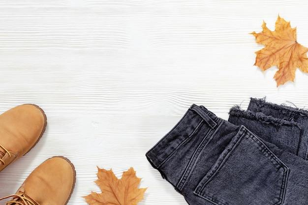 Damskie jeansy i buty na jesień