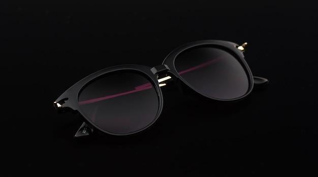 Damskie okulary przeciwsłoneczne na czarnym szkle
