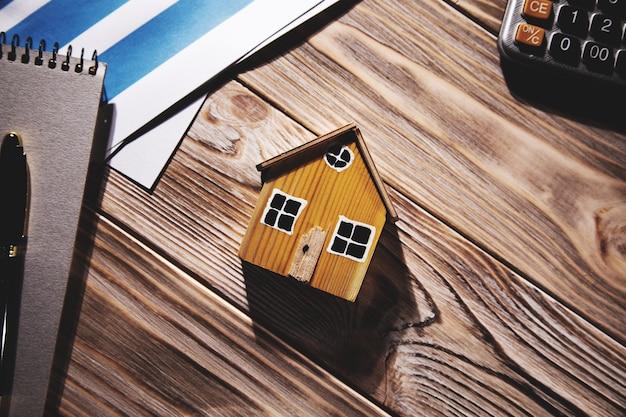 Dane domu i wykresu, koncepcja nieruchomości