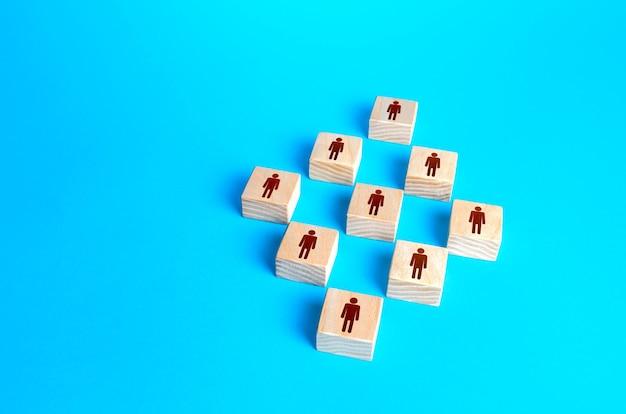 Dane liczbowe bloków ludzi na niebieskim tle. pojęcie porządku, uporządkowania i jednolitej struktury